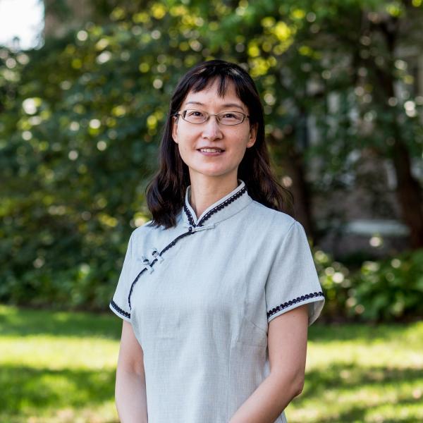 Wei Wang Receives the Outstanding Faculty Award AY19